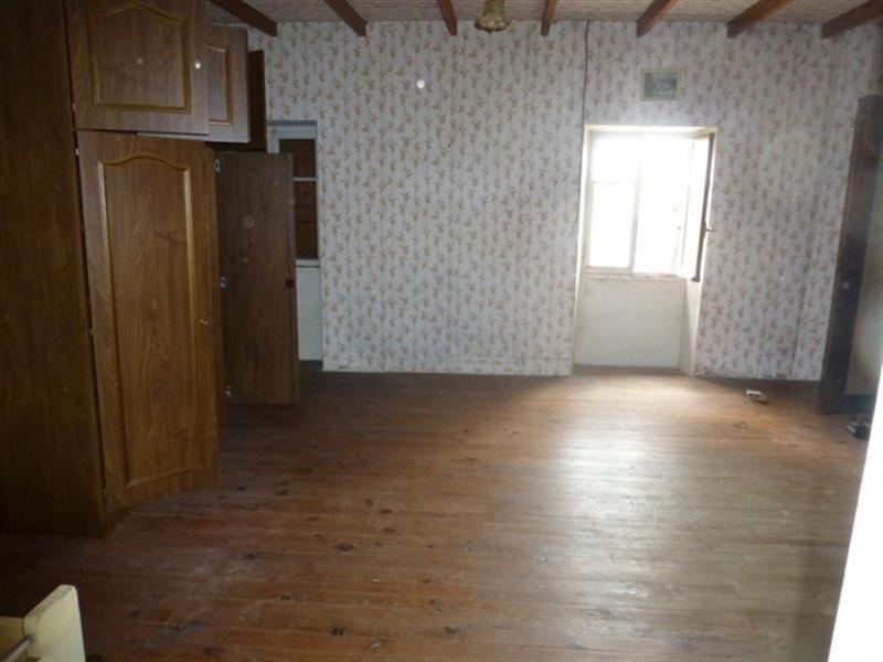 Sale house / villa Saint-jean-d'angély 33000€ - Picture 5