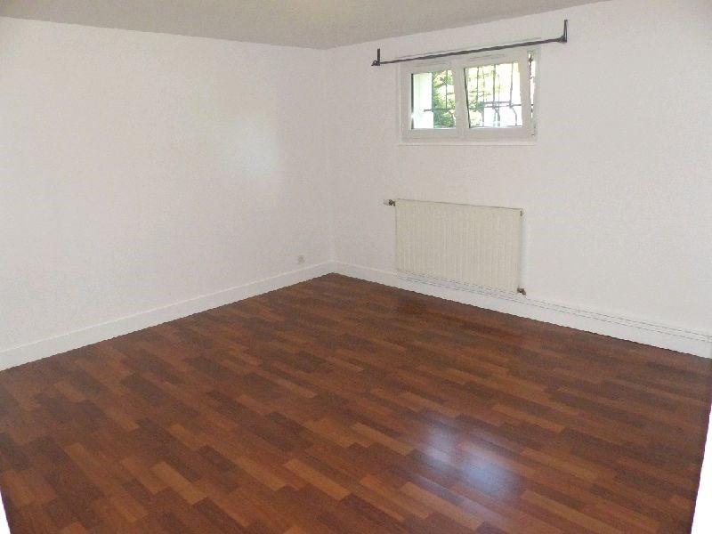 Location appartement Ste genevieve des bois 670€ CC - Photo 1