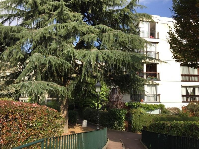 Sale apartment Fontenay le fleury 185000€ - Picture 1