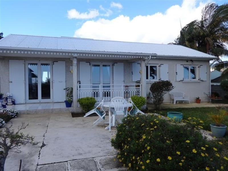 Sale house / villa Le tampon 328600€ - Picture 1
