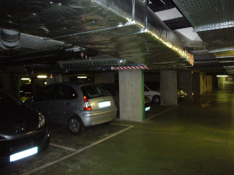 Rental parking spaces Paris 15ème 130€ CC - Picture 2