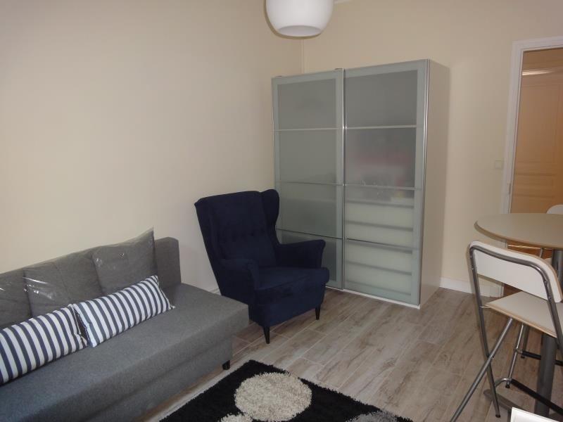 Location appartement Paris 19ème 790€ CC - Photo 2