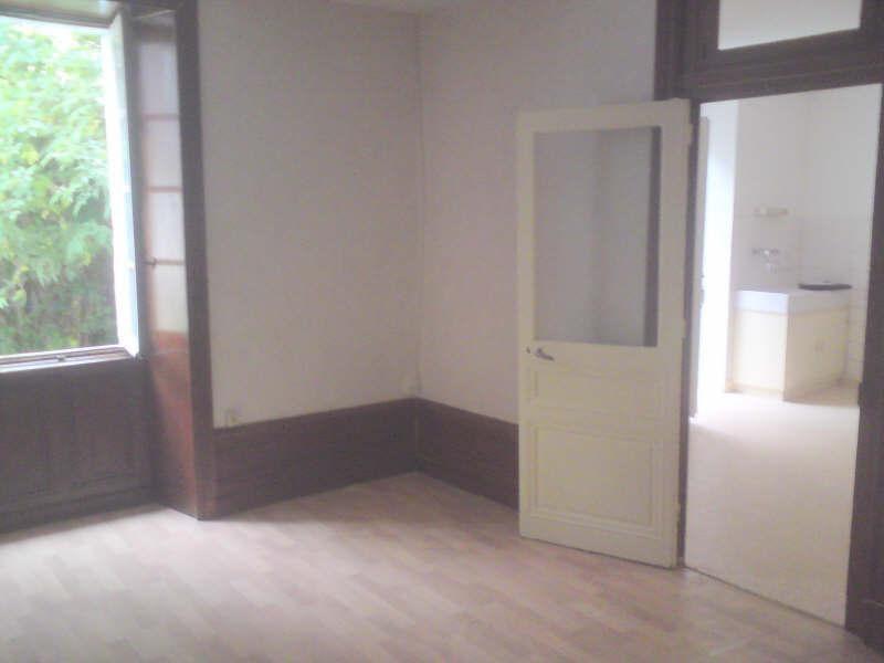 Rental apartment La couronne 310€ CC - Picture 1