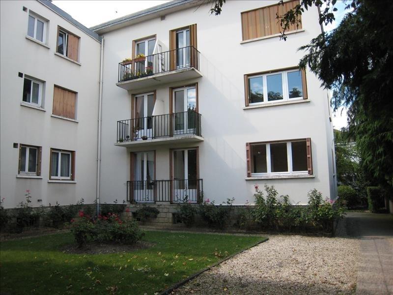 Location appartement St cloud 1191€ CC - Photo 1