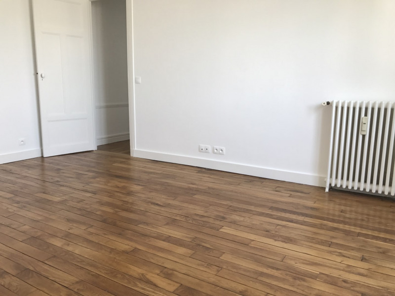 Location appartement Paris 18ème 1 061€ CC - Photo 1