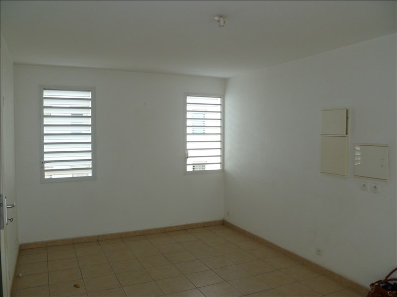 Investment property apartment Baie mahault 129000€ - Picture 2
