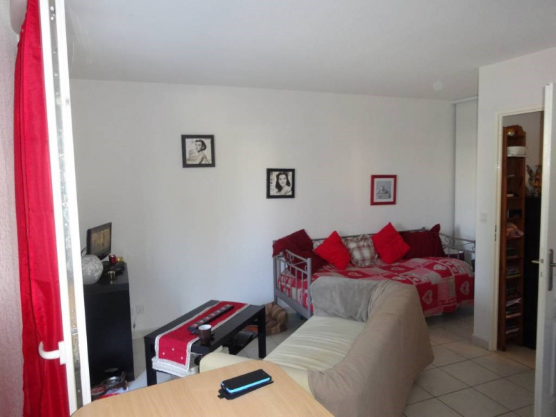 Rental apartment Montfavet 390€ CC - Picture 1