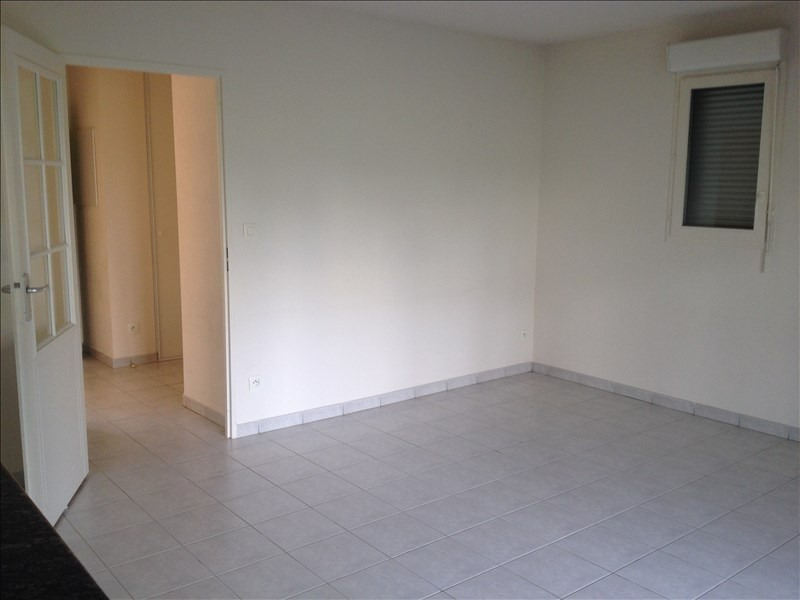 Rental apartment Vendome 453€ CC - Picture 2
