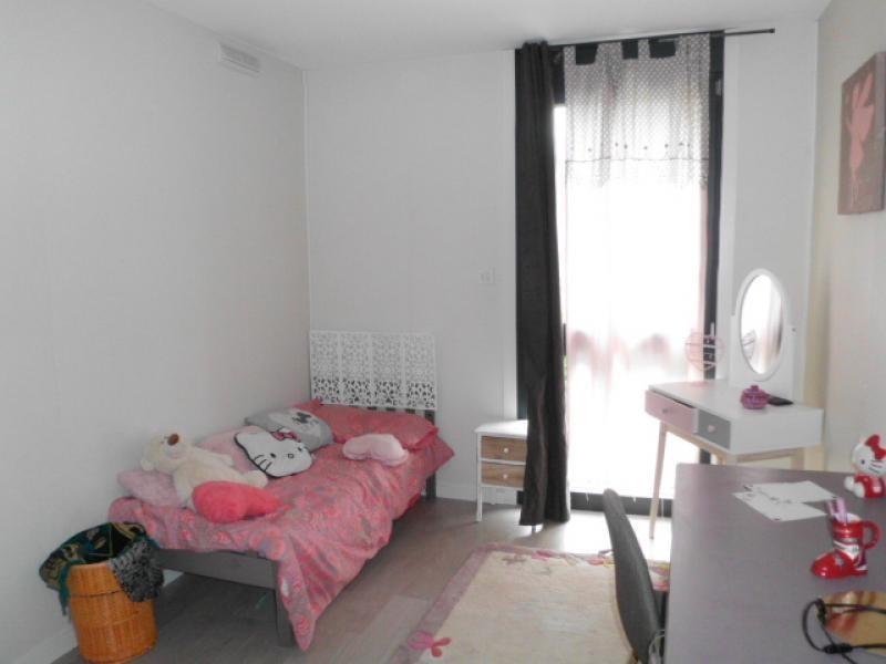Sale house / villa Pusignan 375000€ - Picture 5