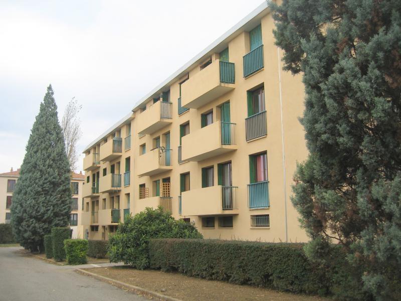 Rental apartment Les milles 803€ CC - Picture 2