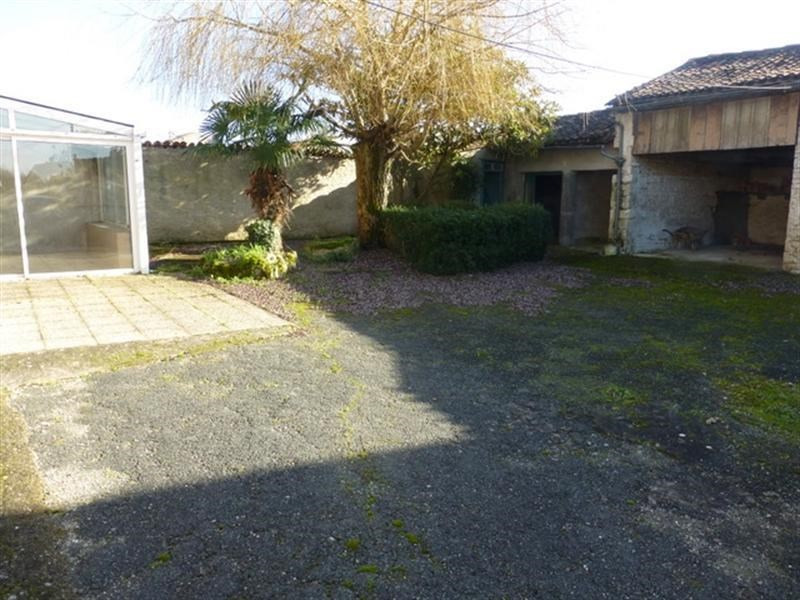 Sale house / villa Loulay 86000€ - Picture 5