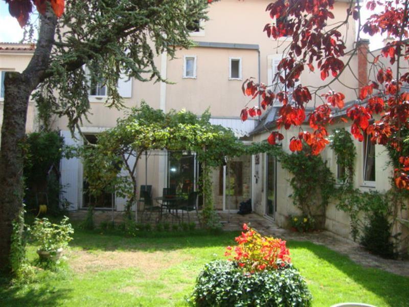 Sale house / villa Saint-jean-d'angély 327050€ - Picture 11
