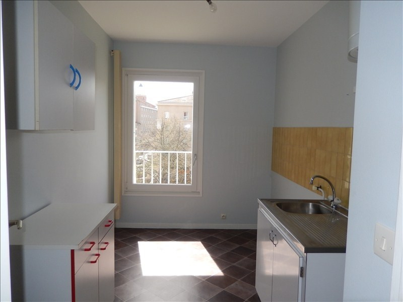 Rental apartment Le puy en velay 393,79€ CC - Picture 3
