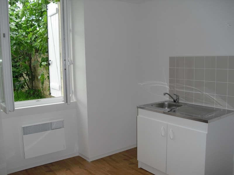 Rental apartment Blaye 268€ CC - Picture 1