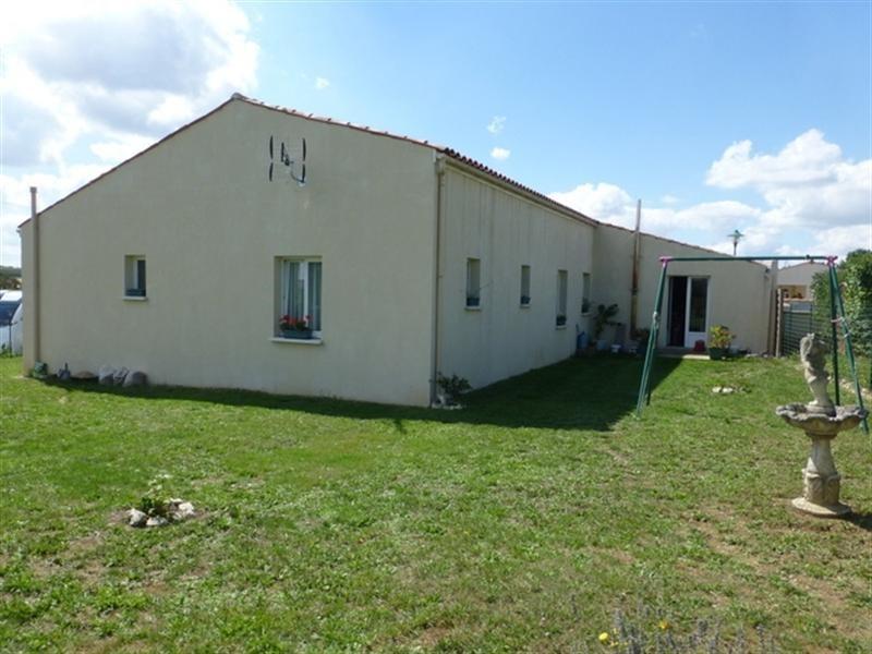 Sale house / villa Saint-jean-d'angély 172000€ - Picture 2
