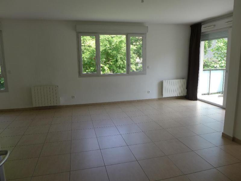 Rental apartment Lyon 8ème 751€ CC - Picture 1