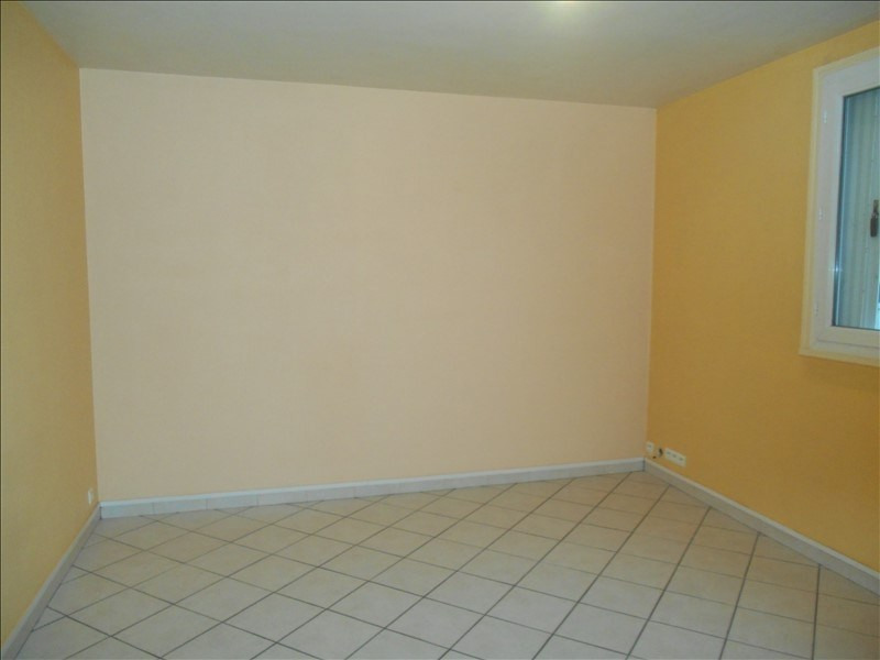 Rental apartment Saint andre les vergers 430€ CC - Picture 3
