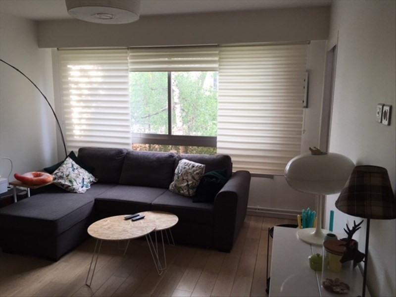 Rental apartment Courbevoie 1300€ CC - Picture 1