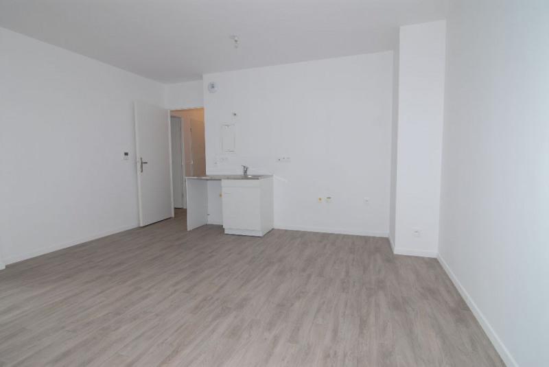 Rental apartment Courcouronnes 702€ CC - Picture 1