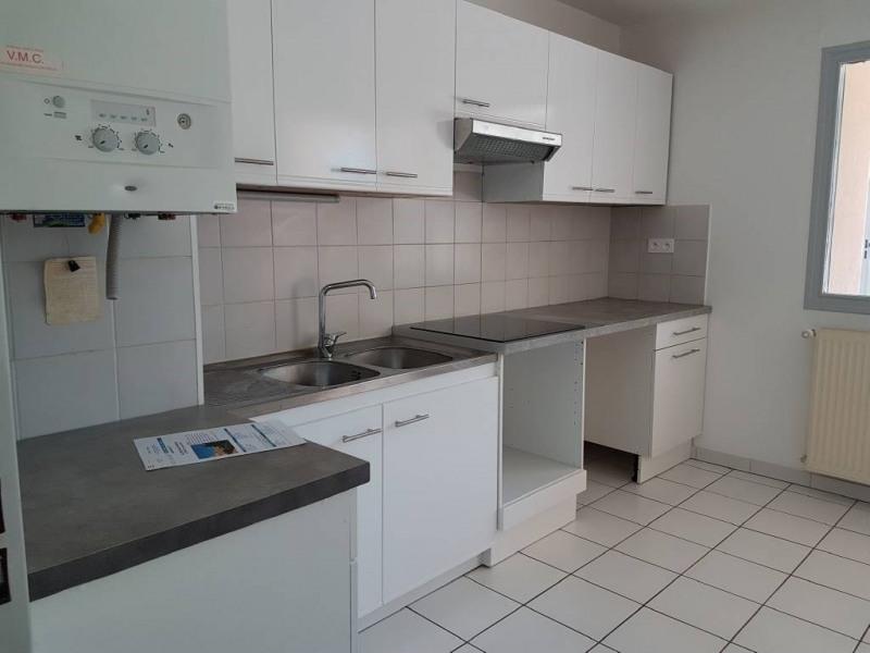 Location appartement Villeneuve-les-avignon 892€ CC - Photo 4