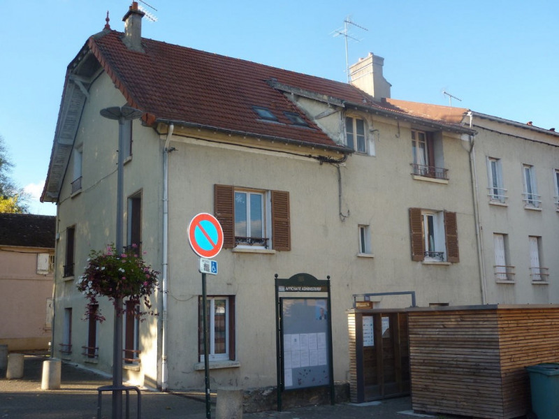 Rental apartment Saulx les chartreux 690€ CC - Picture 1