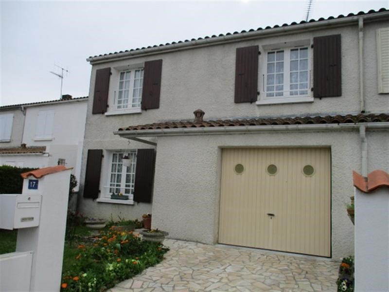 Sale house / villa St jean d angely 137 000€ - Picture 1