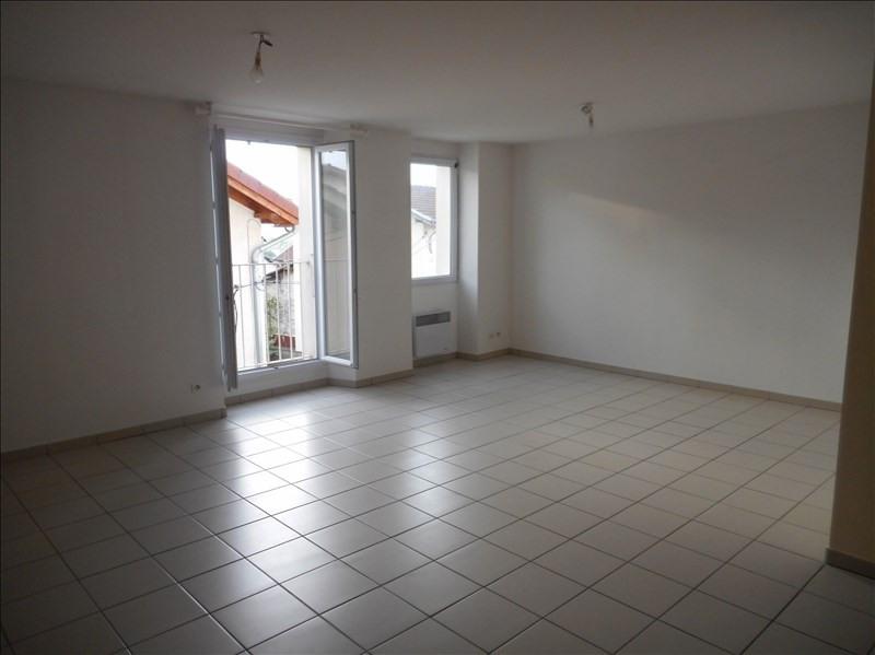 Location appartement La murette 555€ CC - Photo 1