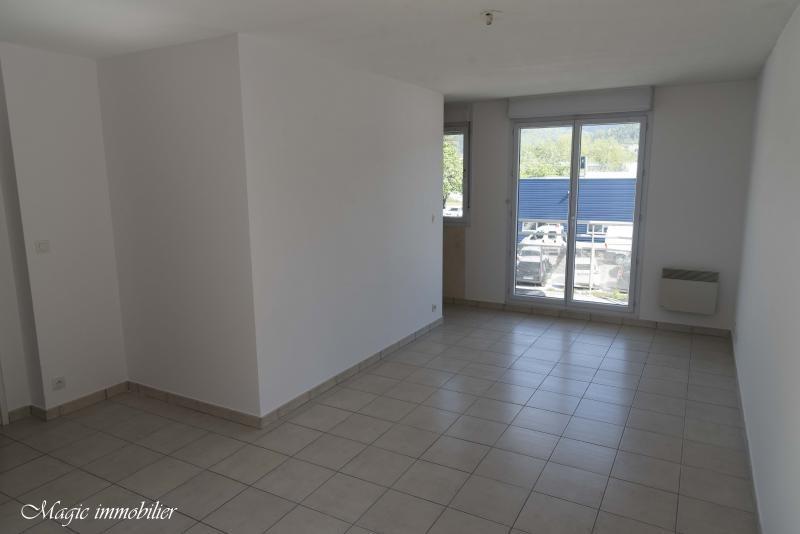 Location appartement Bellignat 385€ CC - Photo 1