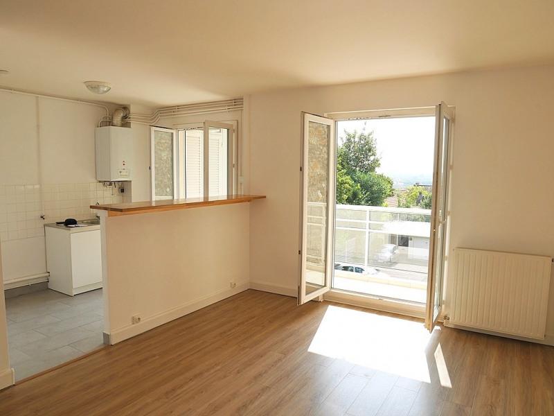 Rental apartment Suresnes 1045€ CC - Picture 2