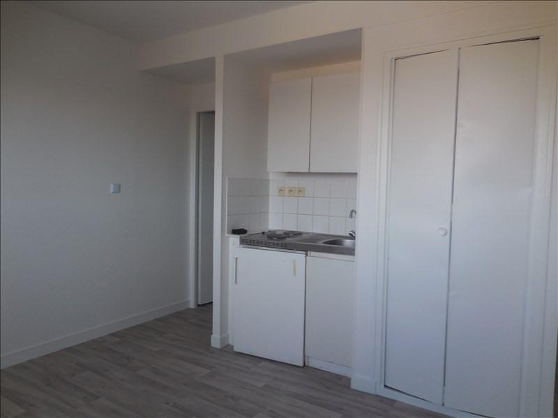 Rental apartment La roche sur yon 249€ CC - Picture 2