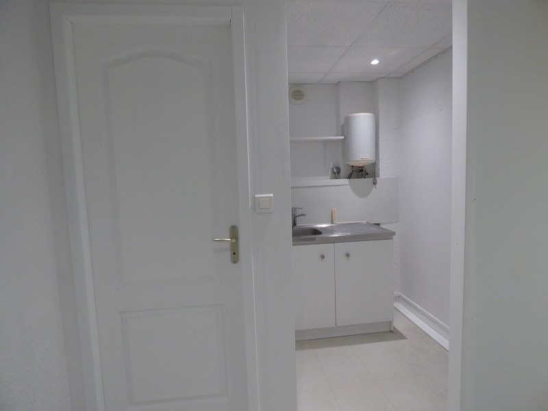 Location local commercial Chambery 790€ CC - Photo 5