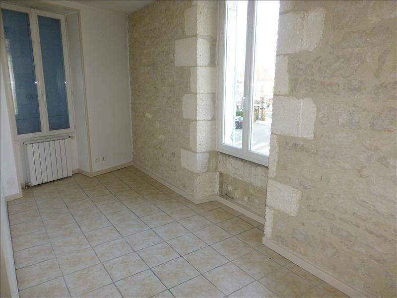 Rental apartment St jean d angely 422€ CC - Picture 4