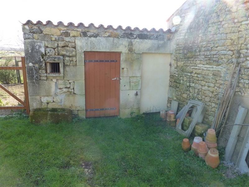 Rental house / villa Saint-jean-d'angély 350€ CC - Picture 5