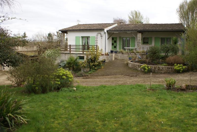 Sale house / villa Chef boutonne 210000€ - Picture 1