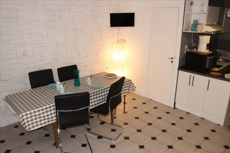 Location vacances maison / villa Saint-vivien 225€ - Photo 1