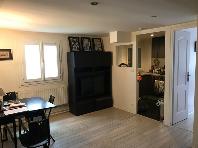 Rental apartment Paris 11ème 1123€ CC - Picture 1