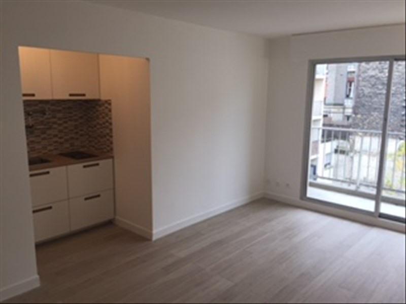 Rental apartment Paris 18ème 950€cc - Picture 1
