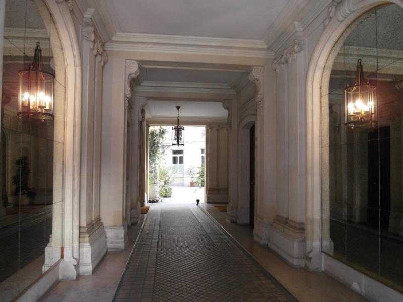 Rental apartment Paris 17ème 1410€ CC - Picture 1