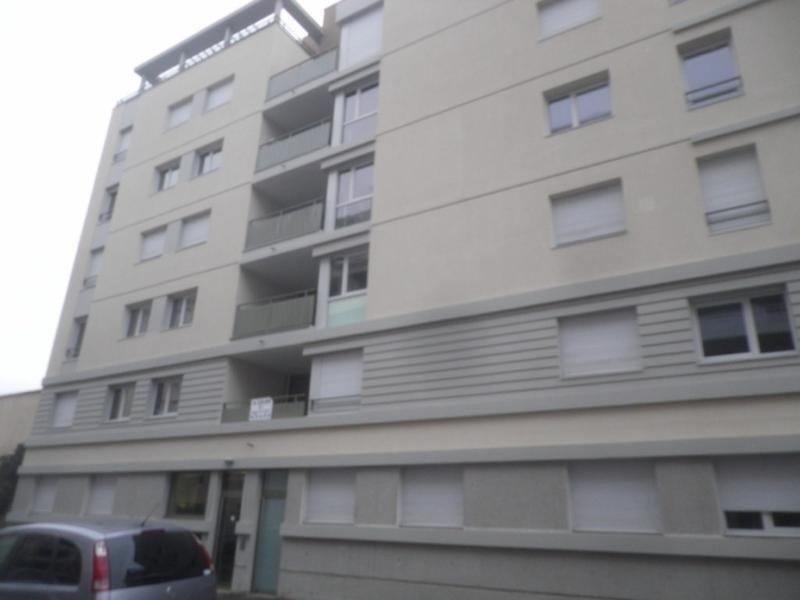 Rental apartment Villeurbanne 602€ CC - Picture 1