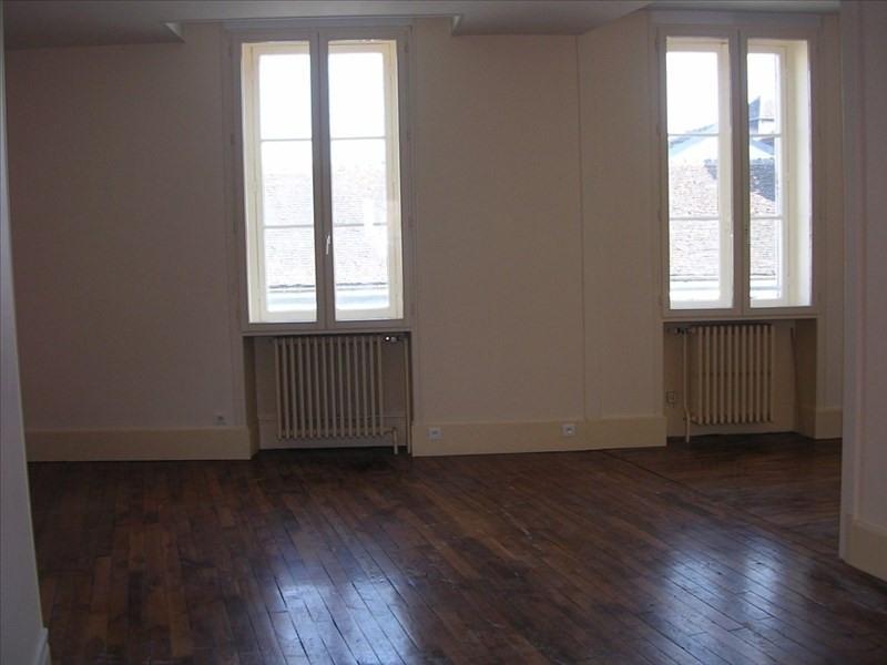 Rental apartment Auxerre 550€ CC - Picture 1