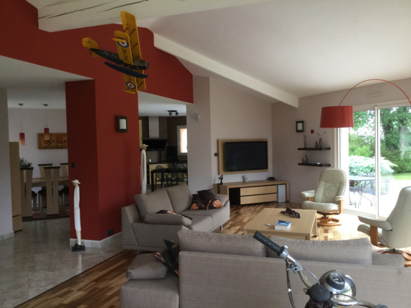 Sale house / villa Saint-philbert-de-grand-lieu 387000€ - Picture 1