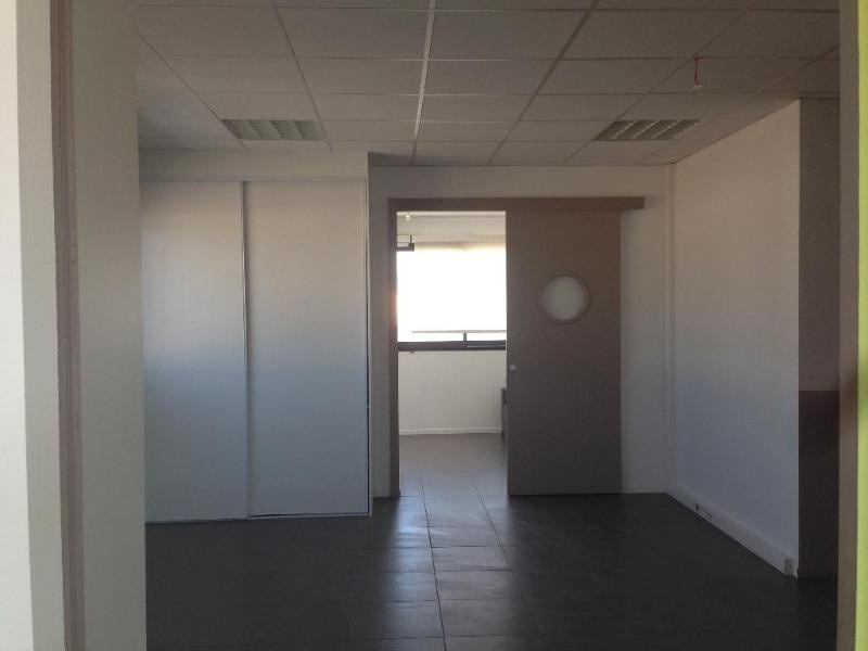 Location bureau Trets 1080€ CC - Photo 3