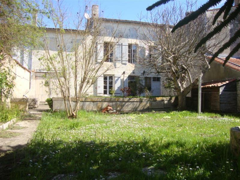 Vente maison / villa Saint-jean-d'angély 106500€ - Photo 2