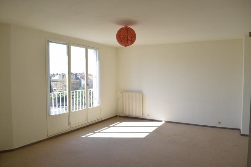 Rental apartment St maur des fosses 900€ CC - Picture 1
