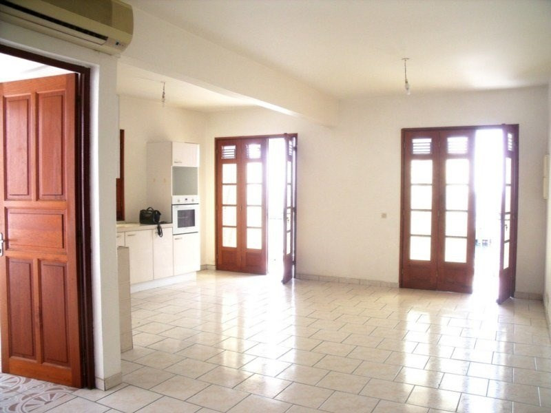Location local commercial Basse terre 800€ CC - Photo 3