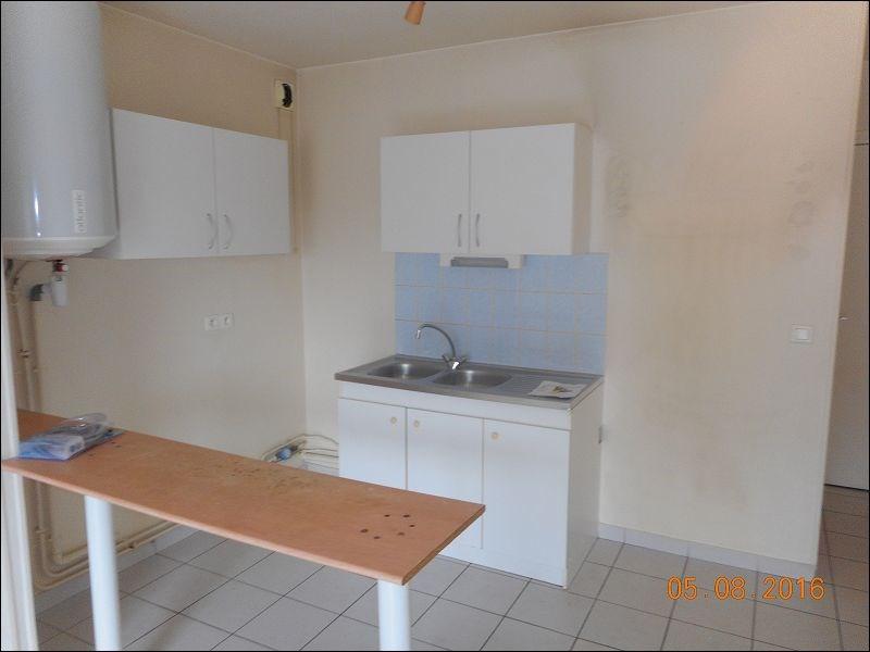 Location appartement Sainte genevieve des bois 639€ CC - Photo 2
