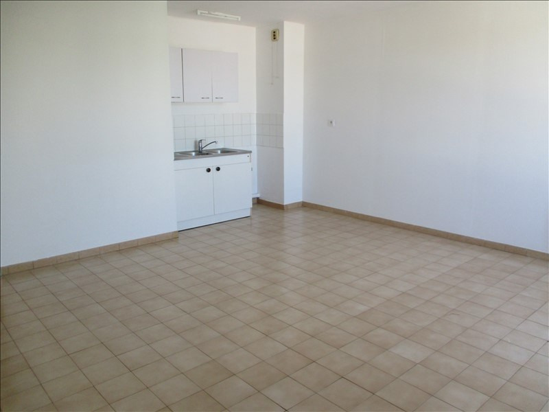 Rental apartment Salon de provence 450€ CC - Picture 1