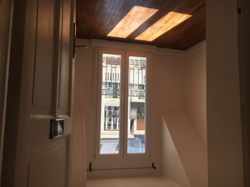 Location appartement Paris 15ème 1 500€ CC - Photo 3