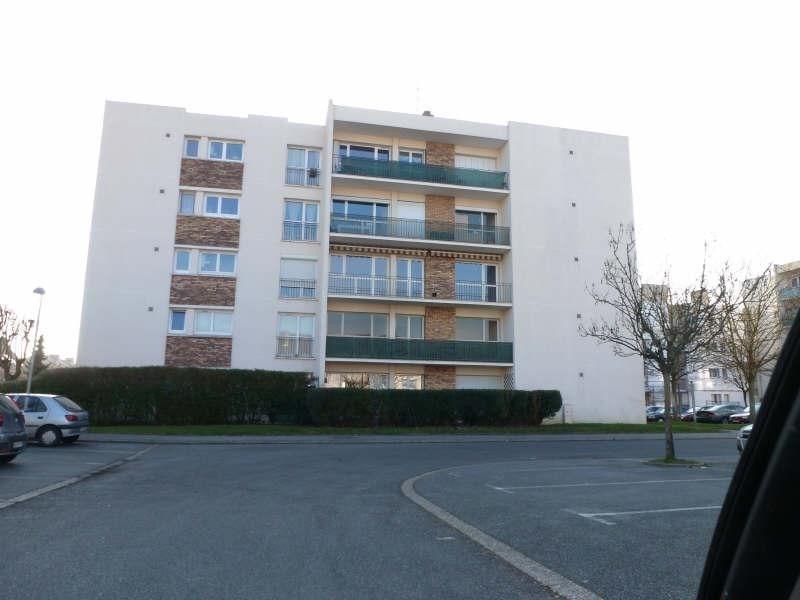 Rental apartment Maurepas 748€ CC - Picture 1