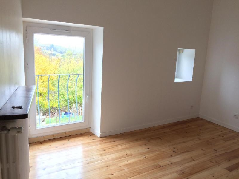 Location maison / villa Chevinay 995€ CC - Photo 5